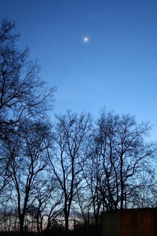 The Moon and Venus at sundown, 2009